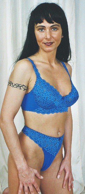 3-011 Underwired bra with beautiful lace microfibre