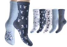 Ladies socks with nice flowers around in 5 different blue-tones